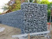 Bakstenen Muur Tuin : Stenen tuin. finest een jongen in slaap in de tuin gemaakt van steen